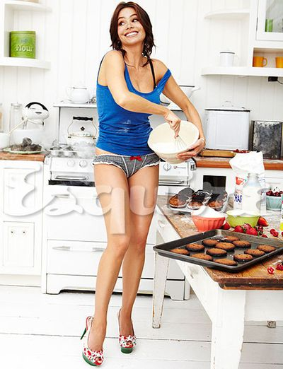 Sofia-vergara-esquire-in-the-kitchen