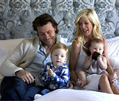 Tori-spelling-dean-mcdermott-kids-at-home
